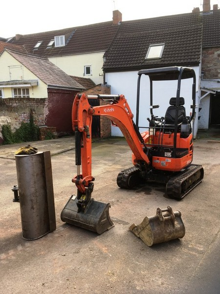 Kubota with buckets 450 mm, 600 mm and grader